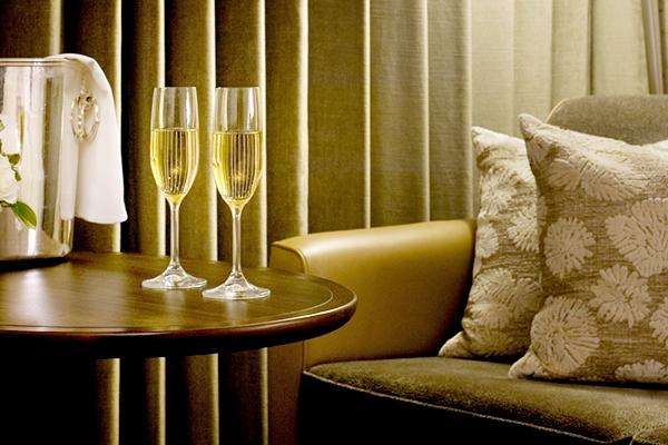【ルームサービス20%OFF】夕刻からのひとときをホテルの部屋で過ごすデイユースプラン